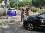 akses_masuk_ke_kantor_gubernur_riau_diperketat_setiap_kendaraan_masuk_dilakukan_pemeriksaan.jpg