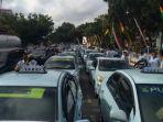aksi-demo-taksi-konvensional-di-pekanbaru_20170821_084018.jpg