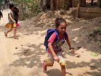 anak-anak-di-myanmar-berlarian-saat-serangan-militer.jpg