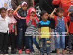 anak-anak-terlihat-antusias-melihat-upacara-detik-detik-proklamasi-hari-kemerdekaan-2_20170817_162624.jpg