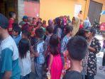 anak-anak-tunggu-angpao-vihara-dharma-loka_20180216_121320.jpg