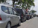 antrean_di_sejumlah_spbu_pekanbaru_makin_meluber.jpg