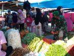 babinsa-koramil-12xiii-koto-kampar-turun-ke-pasar-tradisional.jpg