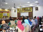 bahas_distribusi_bansos_satgas_dari_polresta_pekanbaru_gelar_rapat_bersama_dinsos.jpg