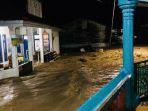 banjir-bandang-landa-kabupaten-solok_20180907_111843.jpg