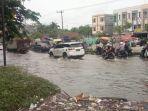 banjir-di-jalan-soebrantas-panam-masih-tergenang-banjir.jpg