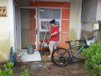banjir_di_pekanbaru_penghuni_perumahan_pesona_harapan_indah_mulai_berbenah_saat_air_surut1.jpg
