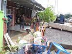 banjir_di_pekanbaru_penghuni_perumahan_pesona_harapan_indah_mulai_berbenah_saat_air_surut2.jpg
