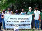 Sambil Bekerja Cegah Karhutla, MPA Kuala Gasib Dapat Bantuan Bibit dan Pakan Ikan