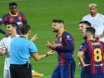 bek-barcelona-gerard-pique-tengah-berdebat.jpg
