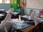 belajar-hari-pertama-di-sdn-110-pekanbaru.jpg