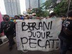 bem-seluruh-indonesia-bem-si-melakukan-demonstrasi-di-dekat-gedung-kpk.jpg