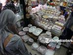 berbagai-toples-dijajakan-di-pasar-bawah-pekanbaru-jelang-lebaran-4_20180610_144437.jpg