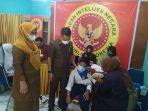 bin_gelar_vaksinasi_di_smpn_10_pekanbaru_dprd_pekanbaru_sebut_bisa_jadi_pintu_belajar_tatap_muka.jpg