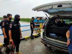 bnnp_riau_gelar_razia_di_pelabuhan_libatkan_anjing_pelacak_untuk_deteksi_keberadaan_narkoba.jpg