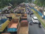 breaking_news-serikat_sopir_truk_pekanbaru_aksi_damai_di_kantor_dprd_riau_bawa_ratusan_truk.jpg