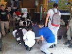 breaking_news_bolos_jam_belajar_nongkrong_di_warnet_33_pelajar_langsung_dibawa_satpol_pp_pekanbaru_3.jpg