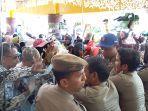 breaking_news_guru_memaksa_masuk_ke_mpp_pekanbaru_dorong-dorongan_dengan_satpol_pp.jpg