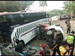 bus-angkutan-antar-kota-menabrak-sejumlah-kendaraan-di-gerbang-tol.jpg