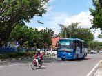 bus_trans_metro_pekanbaru_tmp_di_jalan_raya.jpg