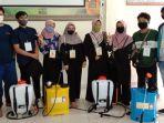 cegah-penyebaran-covid-19-mahasiswa-kukerta-unri-lakukan-penyemprotan-disinfektan-di-rumah-ibadah.jpg