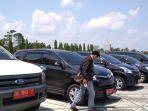cek-fisik-kendaraan-mobil-dinas-riau_20180404_165126.jpg