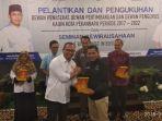 cenderamata-kadin-pekanbaru-pwi-pekanbaru-mou_20180327_163443.jpg