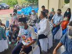 ceo-ptpn-v-jatmiko-k-santosa-berbincang-dengan-penyandang-disabilitas-di-pekanbaru-riau.jpg