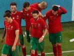 cristiano-ronaldo-memegang-kepalanya-usai-dilempar-botol-oleh-penonton-di-laga-portugas-vs-prancis.jpg