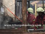 damkar-kebakaran-sd-di-pekanbaru.jpg