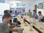 danlanud_roesmin_nurjadin_kunjungi_tribun_pekanbaru_sebut_peran_besar_media_dalam_membangun_riau.jpg