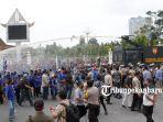 demo-buruh-di-kantor-gubernur-riau-ricuh.jpg