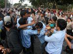 demo-mahasiswa-di-dprd-ricuh_20180924_174759.jpg
