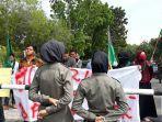 demo_kantor_bupati_dan_dprd_kuansing_puluhan_mahasiswa_minta_prostitusi_ditindak.jpg