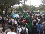 demonstrasi-unjuk-rasa-hmi-pekanbaru-dprd-riau_20180921_193310.jpg