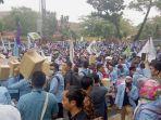 demonstrasi-unjuk-rasa-mahasiswa-di-dprd-riau_20180305_162854.jpg