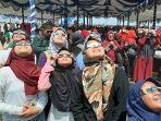 dua_gadis_siak_takjub_lihat_gerhana_matahari_cincin_pengalaman_tak_terlupakan_sampai_tua.jpg