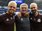 duo-pemain-timnas-meksiko-javier-hernandez-kiri-dan-miguel-layun_20180702_173830.jpg