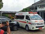 emak-emak-ini-nekat-bawa-ambulans-ke-kantor-gubernur-sakit-hati-5-rumah-sakit-tolak-kedatangannya.jpg