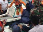 evakuasi-korban-km-sinar-bangun-yang-tenggelam_20180620_115700.jpg