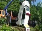 evakuasi-mobil-ambulans-yang-kecelakaan.jpg