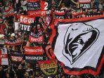 fans-ac-milan-bersorak-sebelum-pertandingan-liga-italia.jpg