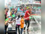 festival-perang-air-kepulauan-meranti_20180216_100512.jpg