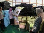 foto-kotak-suara-pemilu-2019-dari-kardus-ketua-kpu-pekanbaru-tinjau-gudang-logistik-pemilu-3.jpg