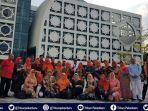 foto-sekretaris-disdik-pekanbaru-dan-kepala-sekolah-di-tiongkok-beredar-di-grup-whatsapp-warga-riau.jpg