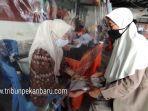 foto_2000_warga_pekanbaru_terima_blt_4.jpg