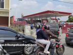 foto_antrean_kendaraan_di_spbu_di_pekanbaru_3.jpg
