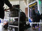 foto_arus_mudik_di_bandara_sultan_syarif_kasim_ii_pekanbaru_2.jpg