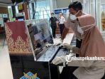 foto_bandara_ssk_ii_pekanbaru_pasang_alat_pendeteksi_suhu_tubuh_untuk_antisipasi_virus_corona_1.jpg