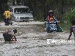 foto_banjir_semalaman_sebagian_ruas_jalan_di_kawasan_rumbai_pesisir_banjir_pekanbaru_1.jpg